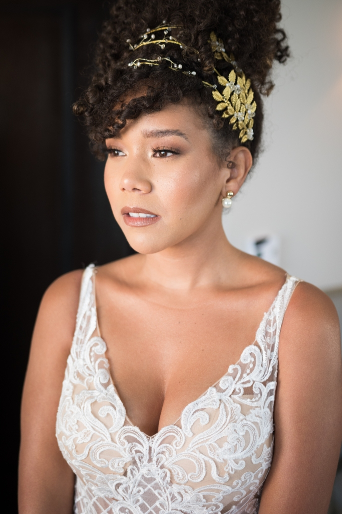 natural makeup and curly hair bride